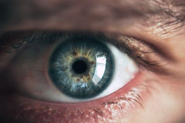 przyczyny suchego oka