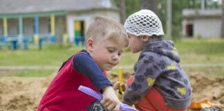 Pierwszy kontakt dziecka z rówieśnikami